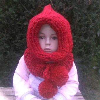 Snood à capuchon, au tricot, à personnaliser, en coloris rouge - KC's artisanat made in Belgium