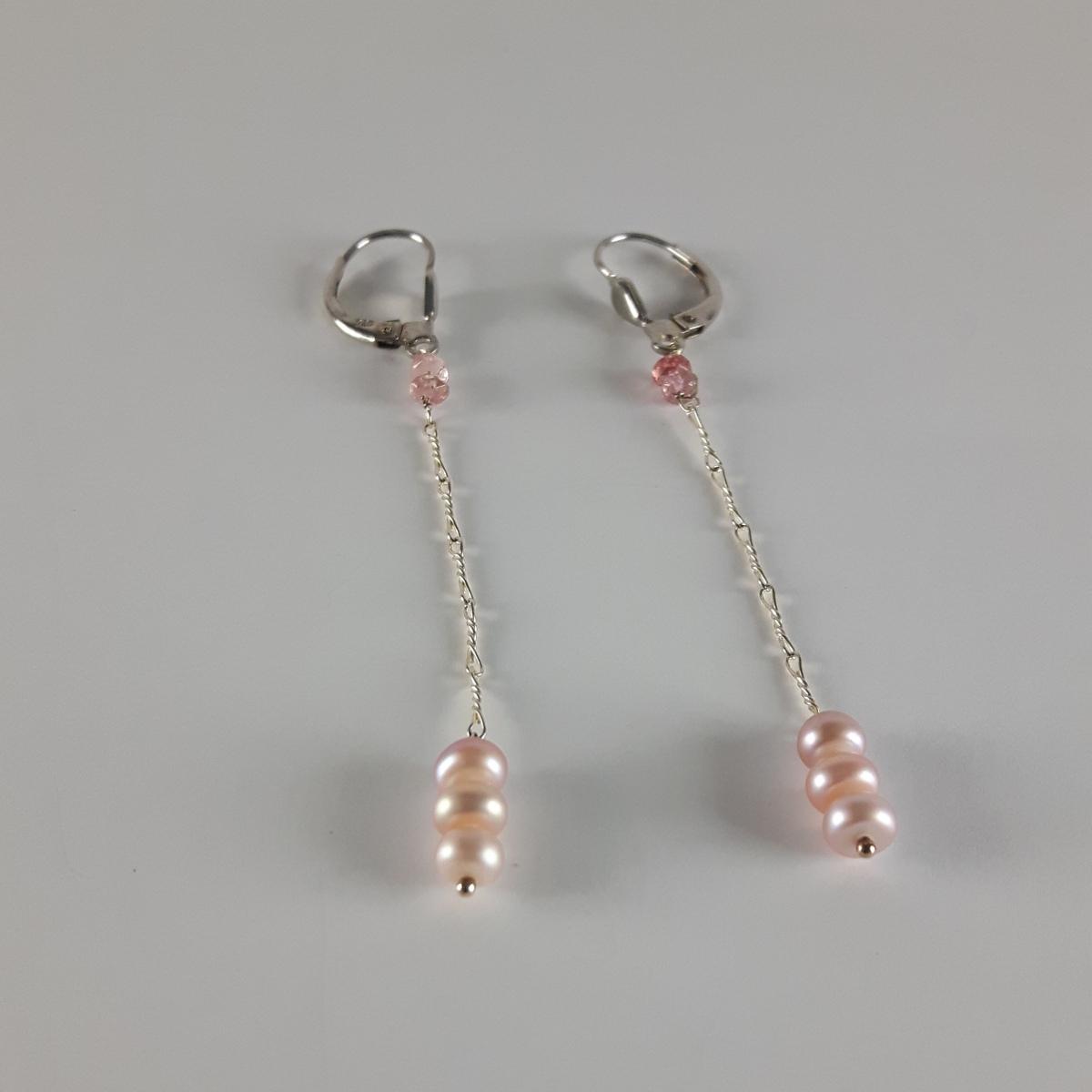 boucle d oreilles pendantes perles bouton et tourmaline. Black Bedroom Furniture Sets. Home Design Ideas